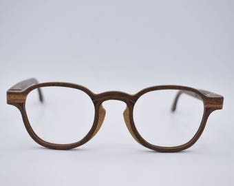 Model Kung in Walnut