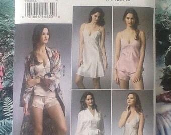 Vogue V8888, patron de couture, lingerie femme, robe, robe de nuit, chemise, camisole, slip, Short.