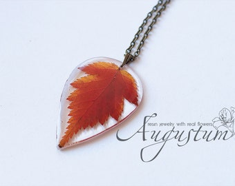 Pendant with real autumn leaf \ Epoxy resin pendant \ Bright orange pendant