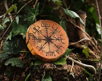 Vegvísir in wood - ecological decoration - islandic, compass, engraving, viking, Nordic, scandinavian, protection, magic, travel