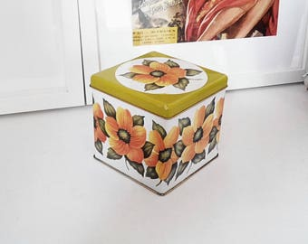 Canister square, French, floral pattern
