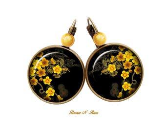 Sakura flowers bronze cabochon earrings sleepers Black Yellow