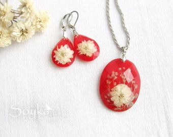Red earrings and pendant with gypsophila