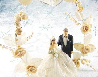 Wedding Cake Topper, Vintage Bride and Groom Cake Ornament, Chalkware Wedding Cake Top Figurines, Wedding Cake Top Ornament Flower Arch