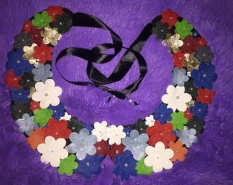 Collar of leather flowers