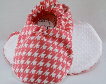 """5"""" Soft-Soled Baby Shoes - Pink Houndstooth - Adjustable Ankles - Non-Slip Soles"""