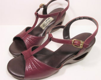 Vintage 70s Peep Toe Pumps 8.5 AA Red Oxblood Leather Narrow T Strap Connie Yo Yo Heel Cut Out Womens Shoes
