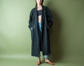oversized black tweed speckled winter coat / leather collar voluminous coat / simple classic coat / m / 1020o / R4