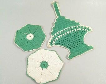 Vintage crochet pot holders, oven mitts, green and white, retro 1940s kitchen, basket pot holder, hand made crochet antique kitchen linens