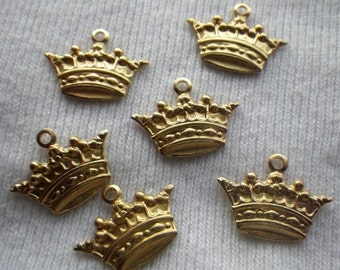 ON SALE 18% off Tiny Spiky Crown Charms Brass 16x11mm 6 Pcs