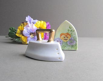 Vintage Flat Iron Salt and Pepper Shakers, Flat Irons, Pansy Salt and Pepper Shakers, Cottage Décor, Shabby Cottage Chic, Vintage Pansies