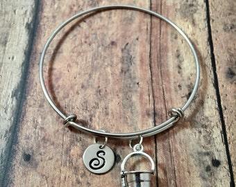 Sand pail initial bangle- beach jewelry, sand bucket bracelet, ocean jewelry, summer vacation bangle, sand pail jewelry, beach bracelet