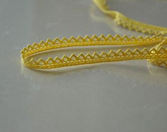 1Yard+ Yellow Crochet Lace (7mm)