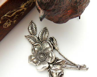 Closeout * ANTIQUE SILVER Large Spray Flower Stamping ~ Jewelry Ornament Finding (CA-3073)