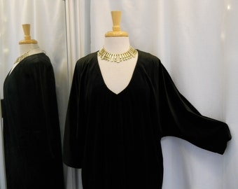 Vintage 1970s 70s Black Velveteen Caftan David Brown I. Magnin 70s Fashion 70s Glam Caftan 70s Designer Fashion Made in U.S.A. One Size ML