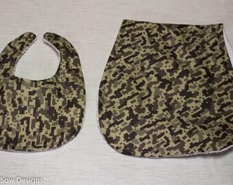 Khaki Camouflage Baby Bib, Burp Cloth Set, Baby Gift, Layette Set, Baby Shower Gift, Boy Bib, Army Bib, Infant Bib, Newborn Burb Cloth