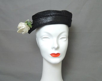 Vintage 1950s Straw Hat, Black Spiral with Flower, fits 21 inch head
