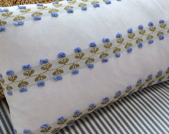 ViNTaGe CHeNiLLe Down Pillow BLuE FloWerS PiLLow SHaBBy CHiC CoTTaGe 12x20 Insert