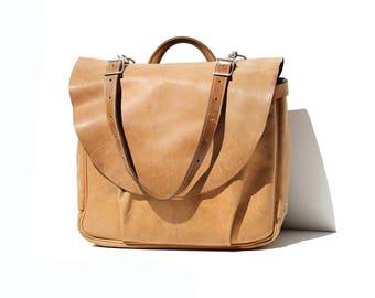 Vintage Men's Honey Brown Leather Messenger Mailbag