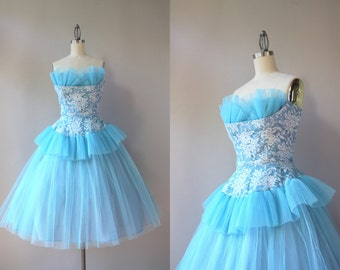 1950s Party Dress / Vintage 50s Strapless Shelf Bust Peplum Party Dress / 1950s Lace and Tulle Prom Dress