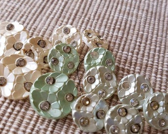 Vintage Buttons - 13 assorted pastel colors matching  flower design glass (apr 170 17)