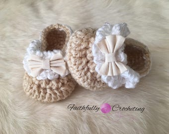Newborn girl booties.. little bow shoes... baby girl slippers... dress shoes.. ready to ship