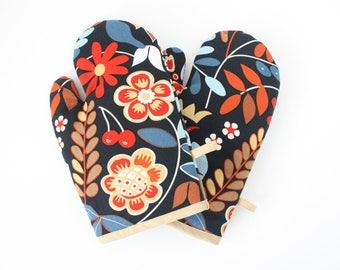 Autumn oven gloves
