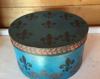 Paper Mache Primiitve Fleur De Lis Hat Box
