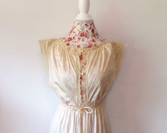 vintage womens nightgown // 1970's long lace gown // 70's cream lingerie