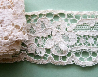 Vintage  Lace Trim 2 yds
