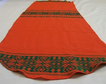 Christmas Table Runner, Christmas Woven Table Runner, Vintage Christmas, Red Green, Red Table Runner, Vintage Christmas Table Runner