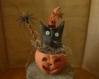 PRIMITIVE  HALLOWEEN WITCH Cat in a pottery Pumpkin