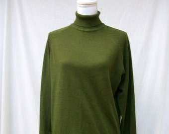 SALE 60s Moss Green Turtleneck Sweater size Large Xlarge Lightweight Pullover