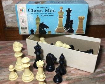 Vintage CHESS MEN Milton Bradley 1970s Set 32 Plastic Pieces