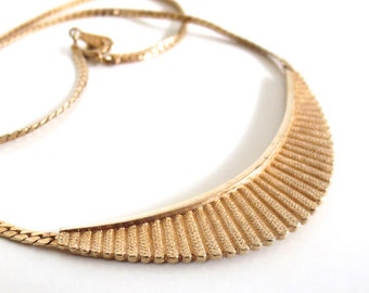 Vintage 80's Avon // Gold Small Neckplate Necklace
