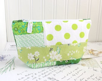 Green Scrappy Floral Cosmetic Bag Makeup Bag Green Patchwork Zipper Pouch Organizer