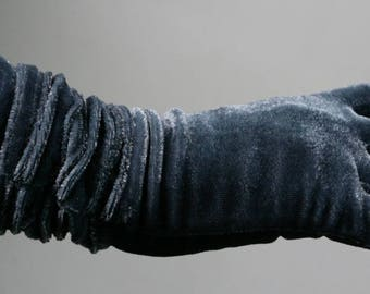 Metal Blue Velvet Gloves