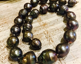 Beautiful Large Black Rainbow Tahitian Pearl Hand Silk Knotted Vintage Necklace