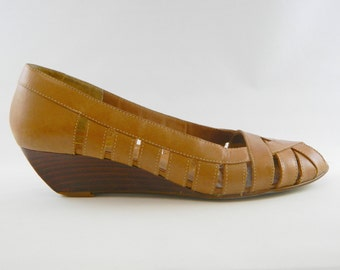 Leather Open Toed Wedge Shoes ... 1970s Wedge Shoes ... Woven Leather Shoes .... Carmel Leather Shoes .... Size 7 1/2