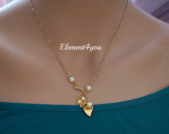 Gold Calla Lily Jewelry, Delicate gold chain, Spring wedding necklace, Ivory pearl,  Junior Maid of honor gift,  Bridesmaid jewelry