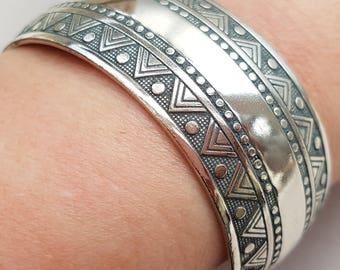 Silver Triangle Patterned Bracelet, Geometric Bangle, Slate Gray Patina, Silver Bangle, Boho Jewelry, Ethnic, Mayan, Inca Style