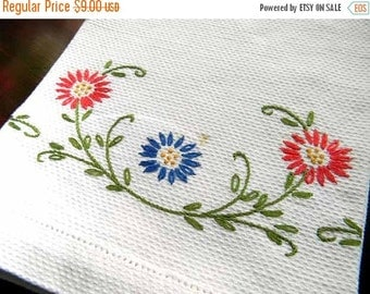 Vintage Linen Guest Towel - Embroidered on Huck Linen 5417