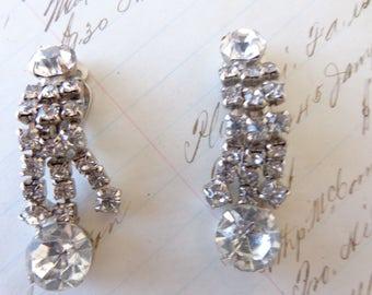 Clip Earrings. Beautiful Pair Earrings Vntage Chandelier clip on rhinestone earrings