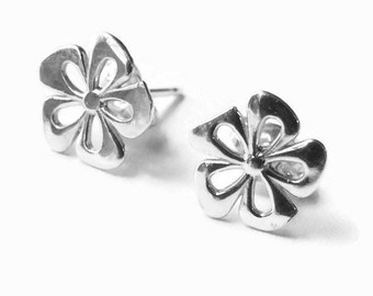 Sterling Silver flower earrings, flower studs, daisy earrings Handmade