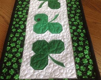 Sweet Shamrocks 10x20 mini quilt/door hanger