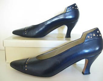 Allure Vintage Leather Pumps Navy Blue Shoes Gold Studs 9M 1980s