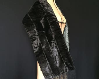 Antique to vintage early 20c faux fur style banded velvet evening wrap or stole with fringing.