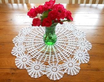 "Large 20"" Vintage White Hand Crocheted Wheel and Spoke Medallion Doily"