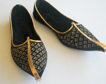 Exotic Vintage Khussa SHOES...Made in Pakistan...Black and Gold...Velvet...Sequins...Flying Horse...Size 5