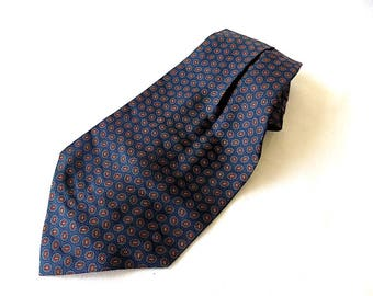 Retro Cool Ascot in Traditional Navy with Red Foulard